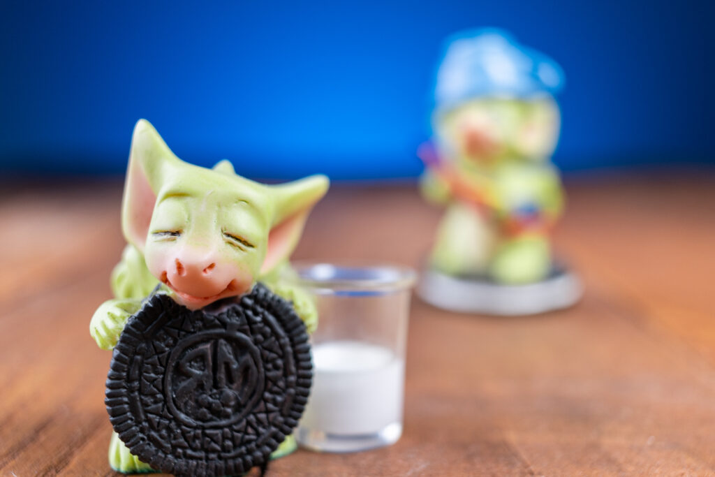 Demonstration of shallow depth of field with two toy figures with closest one in focus, and furthest out of focus.